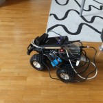 Der komplett verbundene Roboter inkl. 9V Block Batterie für die Motorsteuerung